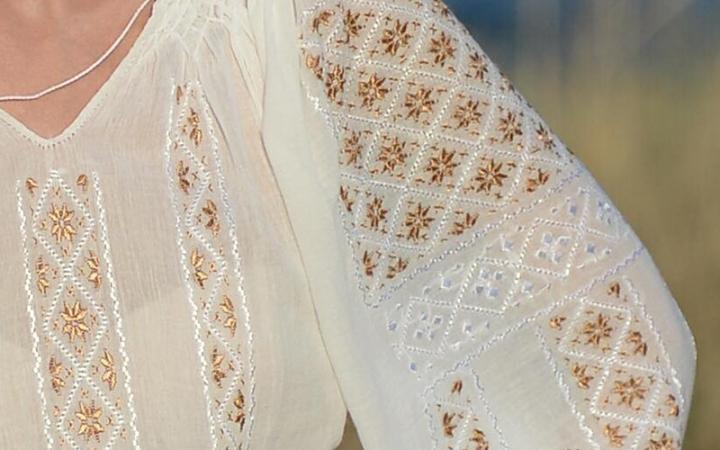 ie-traditionala-romaneasca-matase-aramie-detaliu-Anilu