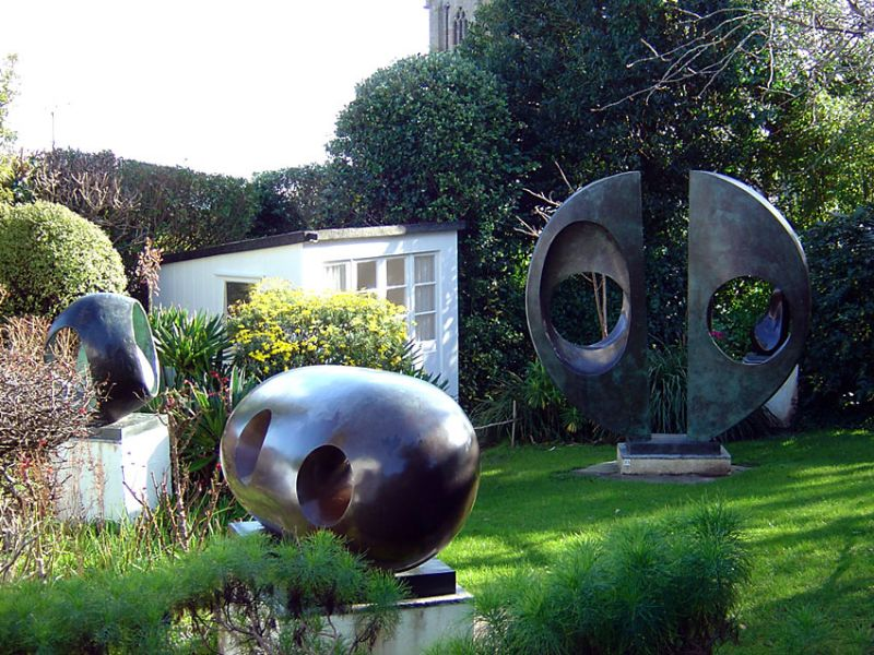 barbara-hepworth-museum-sculpture-garden-1
