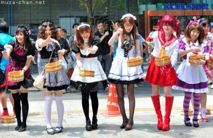 akihabara-maid-cafe-japanese-girls-42